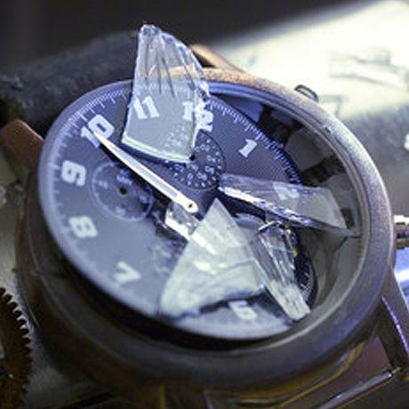 時計の電池切れやベルトの傷や劣化、文字盤に割れや汚れ